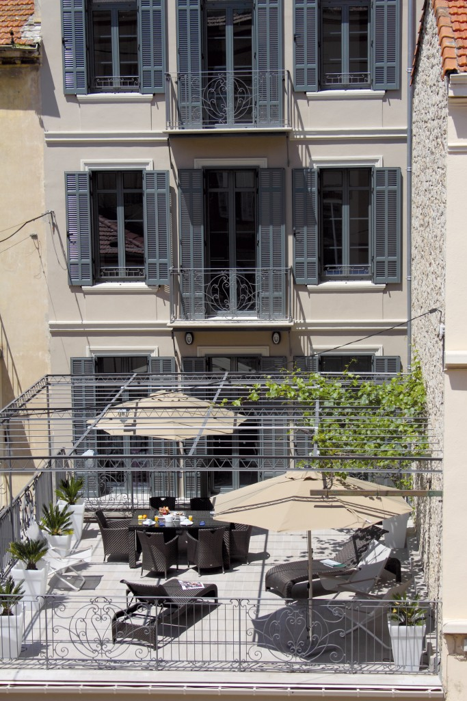 Hotel cannes de paris appartement 3 pieces terrasse 1 for Appartement piscine paris