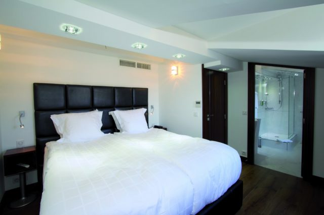 appartement 3 pi ces le loft hotel cannes h tel de paris 4 centre ville cannes piscine. Black Bedroom Furniture Sets. Home Design Ideas