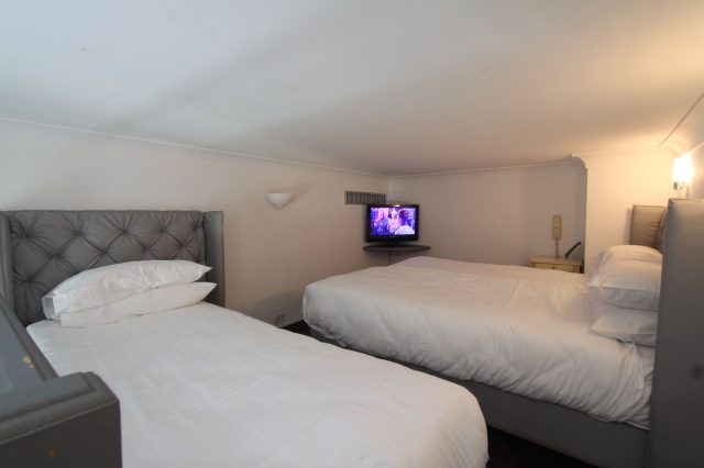 Triple room for three persons one of a kind Duplex room calm to the Patio Free Highspeed Wifi Internet
