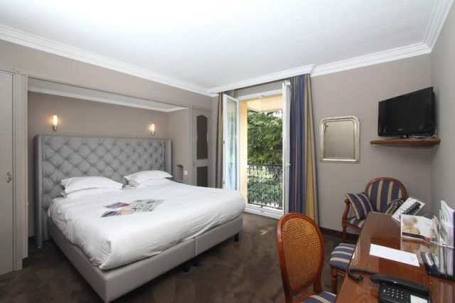 Double room 2 persons baby cot comfortable view to the pool 2nd floor